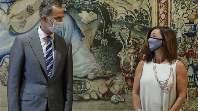 El rey Felipe VI recibe a la presidenta de Baleares, Francina Armengol.