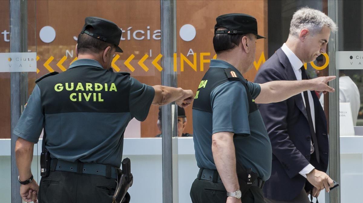 Ricardo Costa, exsecretario general del Partido Popular valenciano, a su entrada en los juzgados este jueves