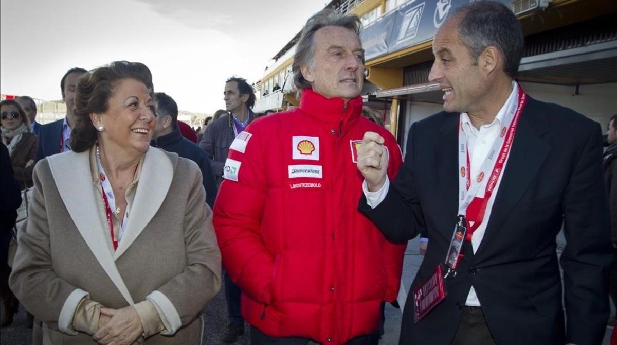 Junto a Camps y al presidente de Ferrari Luca Corderoy en el circuito de Cheste, noviembre del 2010.