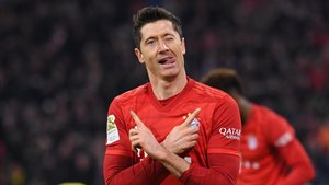 Robert Lewandowski celebra el primer gol del partido.