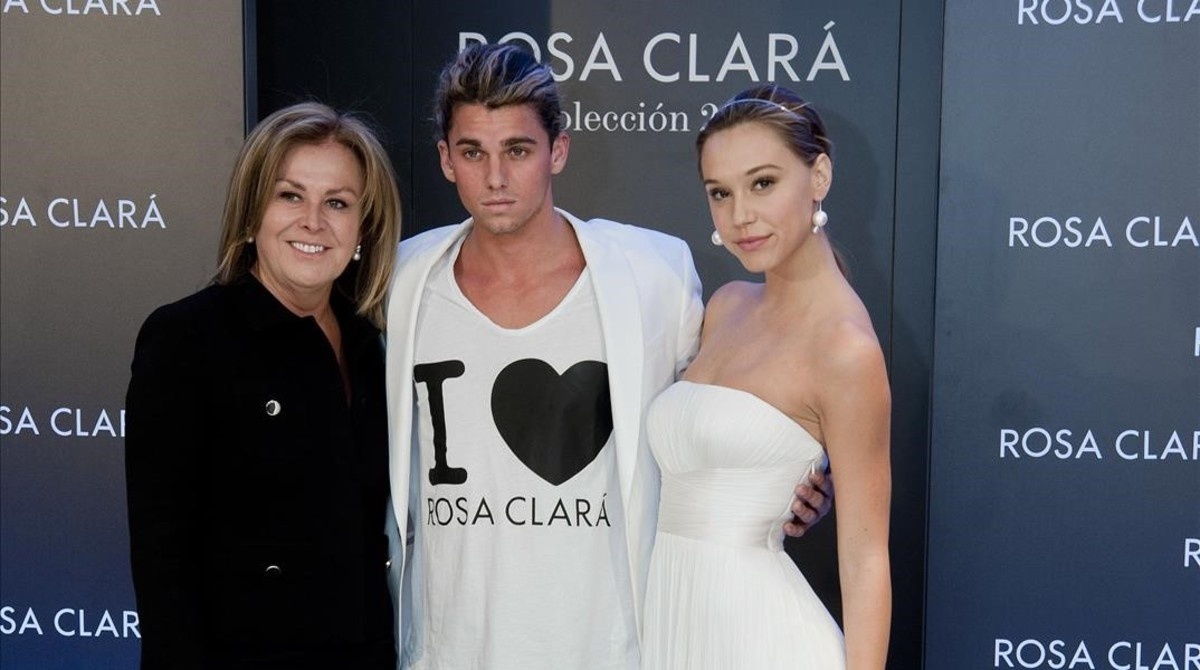 Rosa Claráposa con los instagramers stars Alexis Ren y Jay Alvarrez.