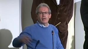 El alcalde de la localidad granadina de Lecrín Salvador Ramírez de PSOE quiere recuperar una tradición de más de un siglo de antigüedad con la una puja para poder bailar con mujeres.