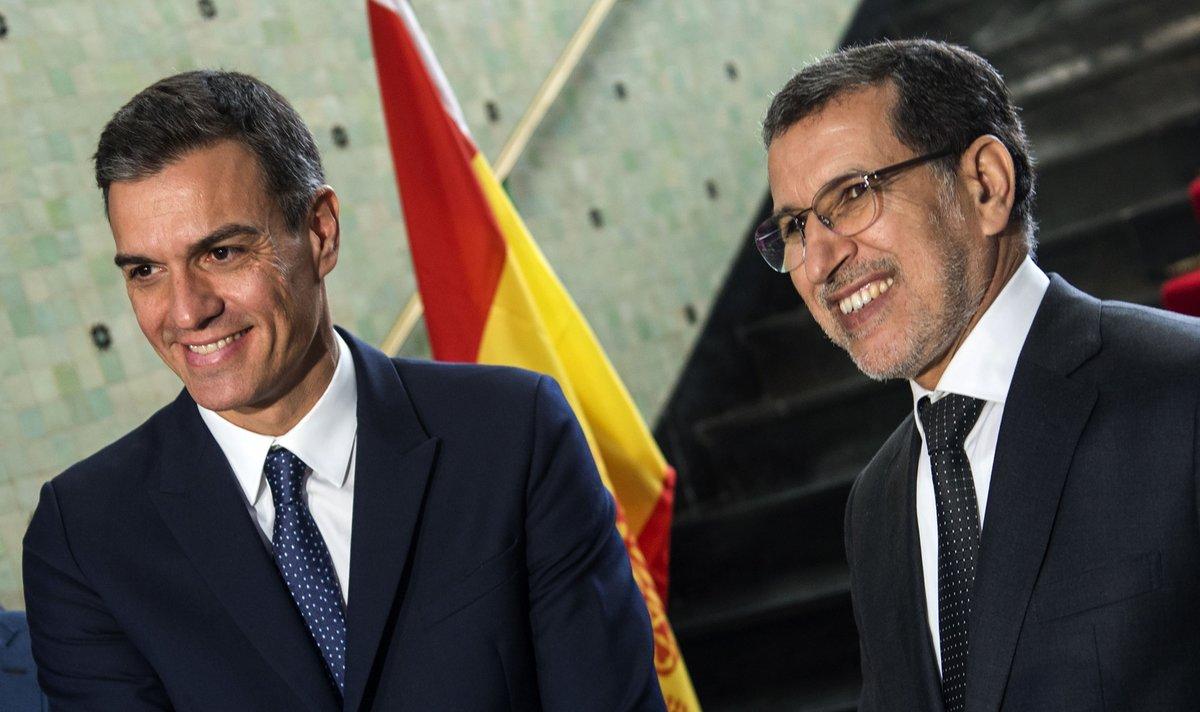 Pedro Sánchez y el primer ministro marroquí Saad Eddine el-Othmani, en Rabat.