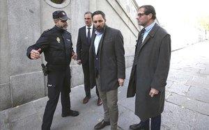 Santiago Abascal, de VOX, y otros cargos del partido llegan al Tribunal Supremo para presentar una querella contra Quim Torra.