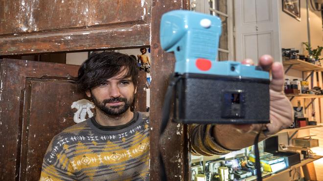 David Otero, en la tienda Lomography de Barcelona.