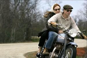 Cate Blanchett y Brad Pitt, en una escena de la película El curioso caso de Benjamin Button.