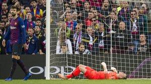 Ter Stegen, abatido tras recibir uno de los cuatro goles del Betis en el Camp Nou.