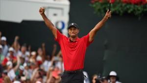 Tiger Woods reacciona a su triunfo en el Tour Championship