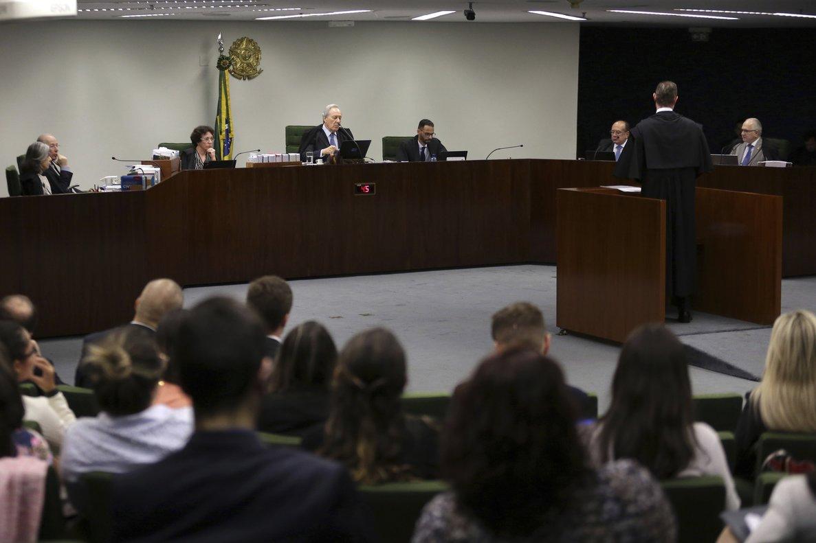 Aplazan juicio de petición de libertad para Lula