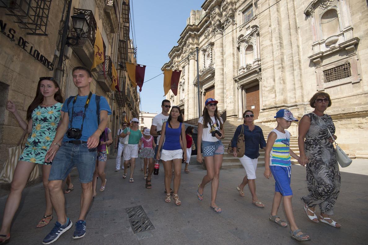 Turistas rusos en las calles de Tortosa.
