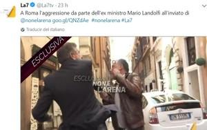 Mario Landolfi, un exministro de Silvio Berlusconi da una bofetada al periodista Danilo Lupo mientras le entrevistaba.