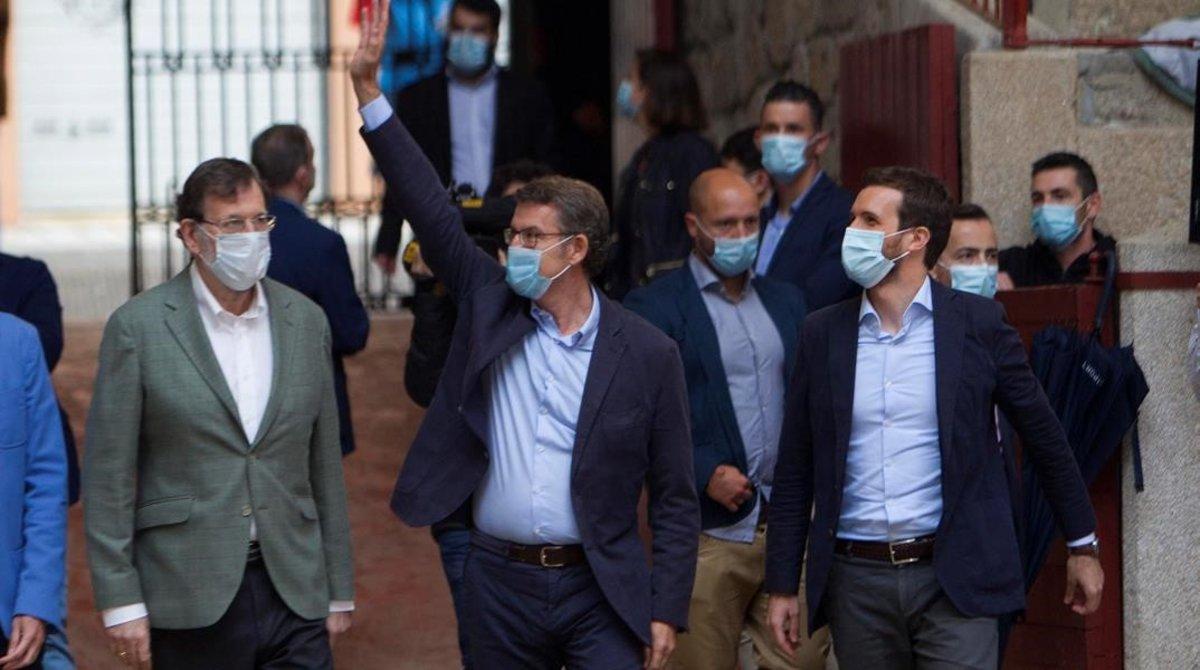 El ex presidente del Gobierno, Mariano Rajoy, el presidente de Galicia y candidato a la Xunta, Alberto Núñez Feijóo y el líder del PP, Pablo Casado