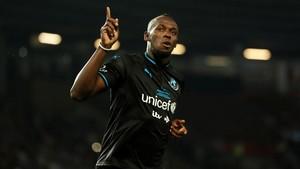 Usain Bolt celebra su gol en la tanda de penaltis
