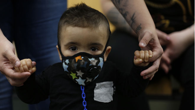 Vall dHebron trasplanta el primer niño burbuja de Catalunya.
