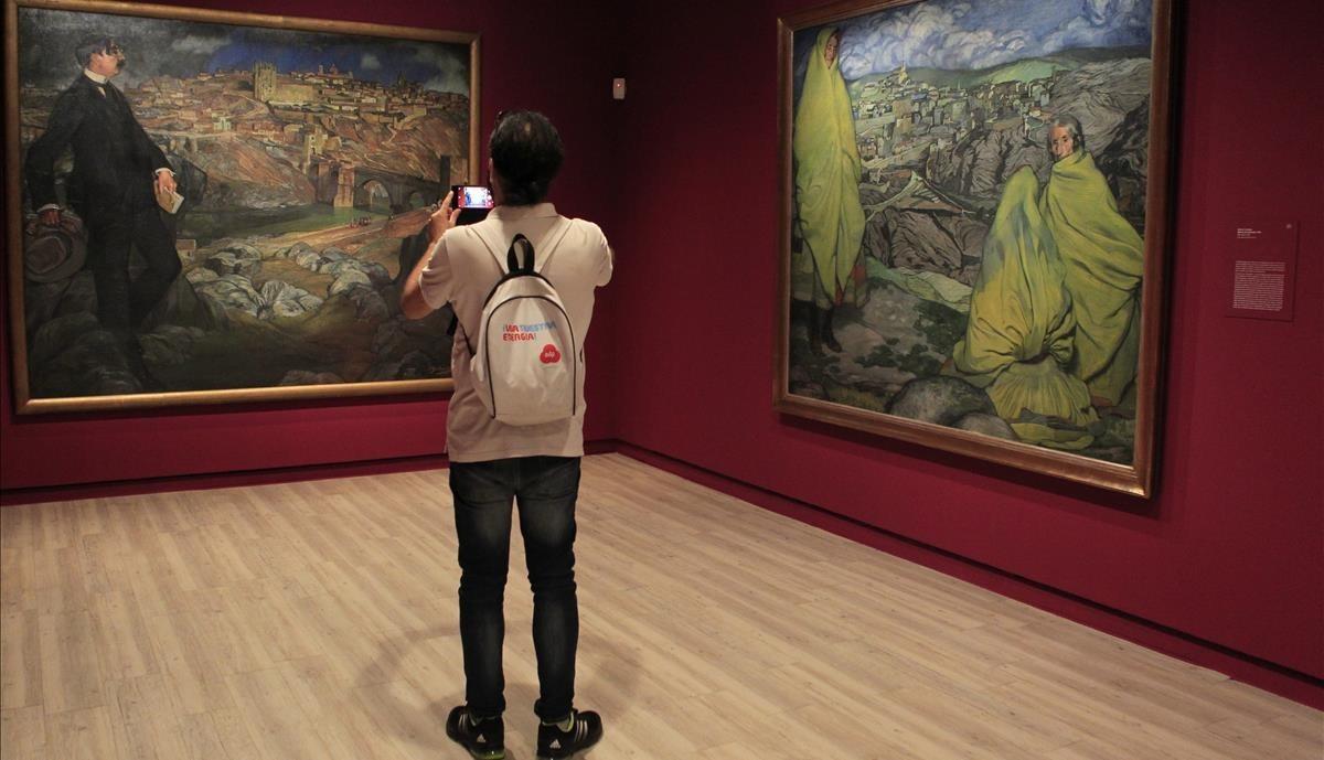 Parte final de la exposición dedicada a Zuloaga con Retrato de Maurice Barrès, a la izquierda, y Mujeres de Sepúlveda, a la derecha.