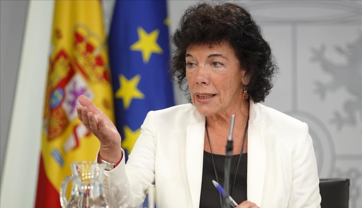 La portavoz del Gobierno, Isabel Celaá, en la rueda de prensa posterior al Consejo de Ministros.