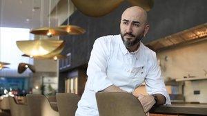 Artur Martínez, en una de las barras de Aürt, en el Hotel Hilton Diagonal Mar.