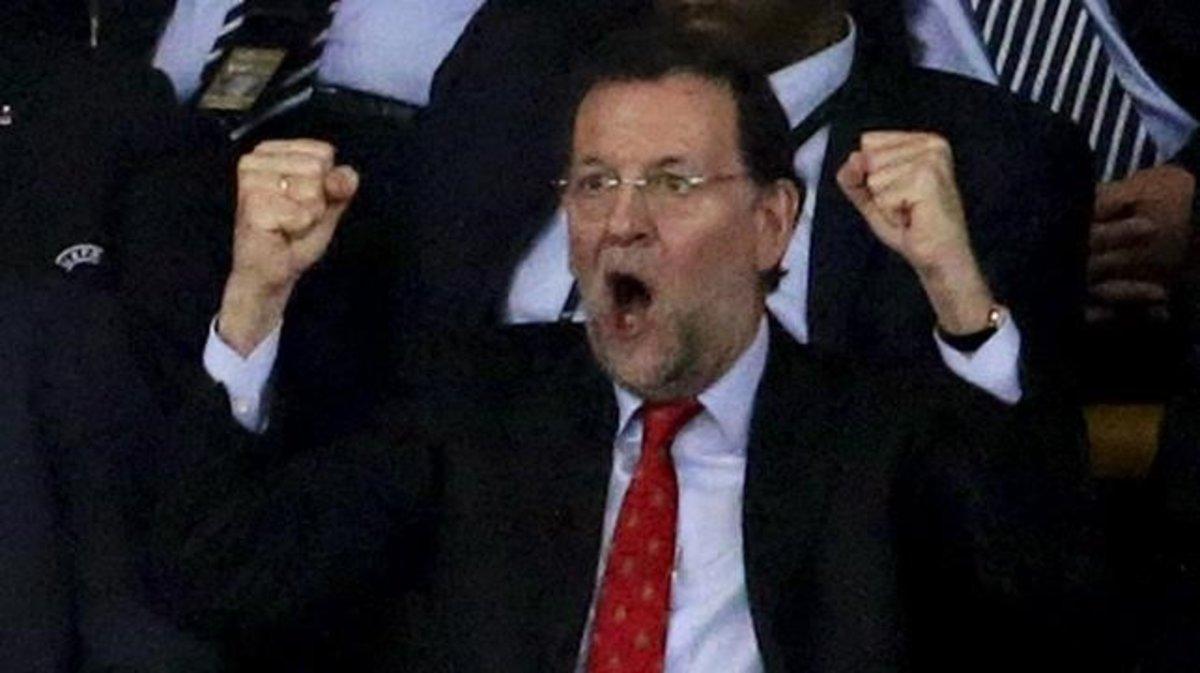 Rajoy celebra uno de los goles de España ante Italia en la final de Kiev dela Eurocopa del 2012.