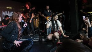 El dúo brasileño Maiara y Maraísa en un momento de su actuación en la discoteca Safari Disco Club.