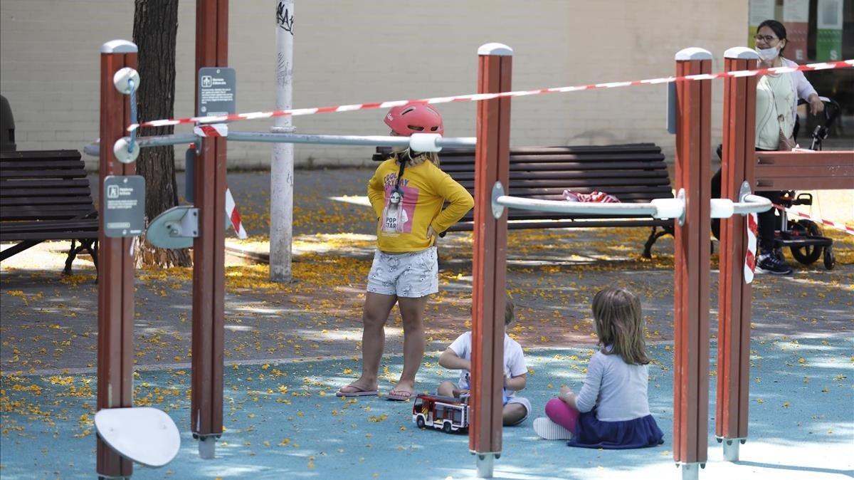 Zona de juegos precintada en la Vila Olímpica, este miércoles.