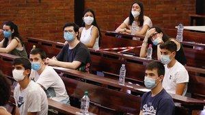 Inicio de las pruebas de selectividad en la Universitat de Barcelona.