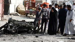 fcasals33728523 iraqis react as they look at the damage following 160501203151