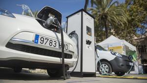 Zona de recarga para vehículos eléctricos.