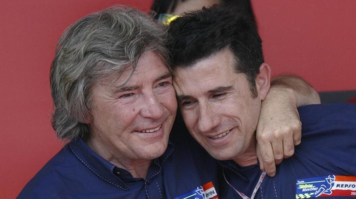 Ángel Nieto y Jorge Martínez Aspar comparten un premio en Jerez, en 2002.