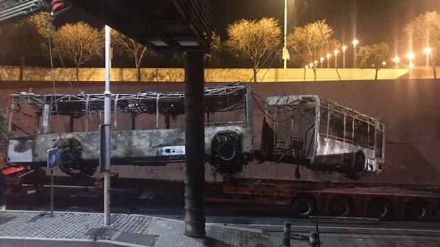 El bus articulat que sha incendiat a la Ronda Litoral