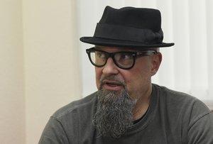 El cantante de Def Con Dos,César Augusto Montaña(conocido artísticamente como César Strawberry).