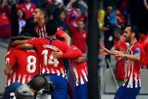 Los jugadores del Atlético de Madrid celebran el único gol ante el Betis.