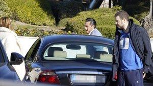 Álex Lequioregresaba enla clínica Ruberel pasado 21 de febrero, acompañado por su madre, Ana Obregón.