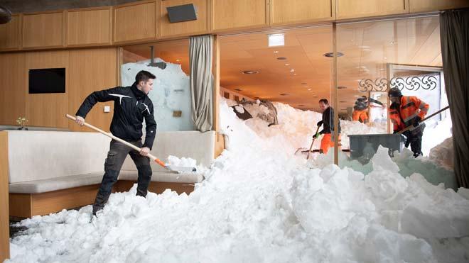 Un hotel suizo, engullido por una avalancha de nieve.