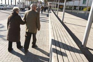 Detingut un matrimoni i el seu gendre per robar avis que passejaven pel carrer