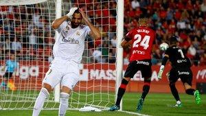 Benzema se lamenta por una ocasión perdida en Son Moix.