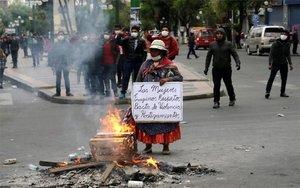 Muejeres indígenas protestan en Bolivia.