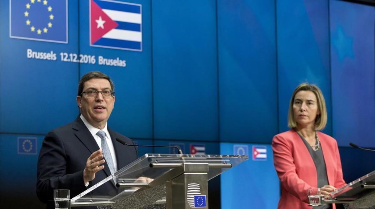Bruno Rodríguez (izq) y Federica Mogherini, en su rueda de prensa conjunta en Bruselas, este lunes.