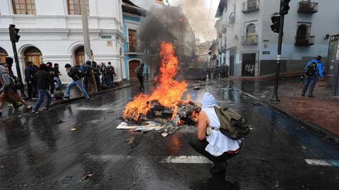 Cerca de 200 detenidos durante la jornada de disturbios en Ecuador.