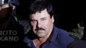 El Chapo Guzmán, escoltado por soldados, en México, el 8 de enero.