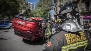 Choque de dos vehículos en la calle Bailèn.