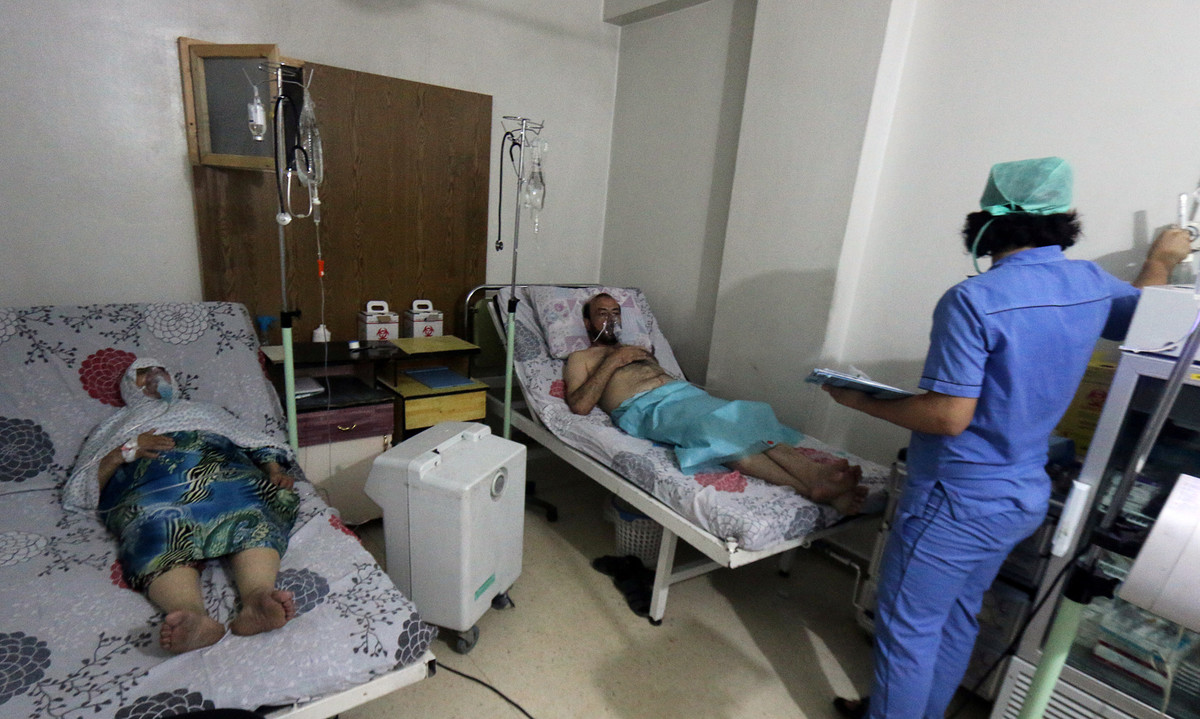 Civiles sirios hospitalizados en hospital al-Quds de Alepo.