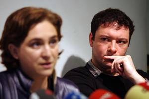 Ada Colau y su marido, Adrià Alemany, en un acto en septiembre del 2013