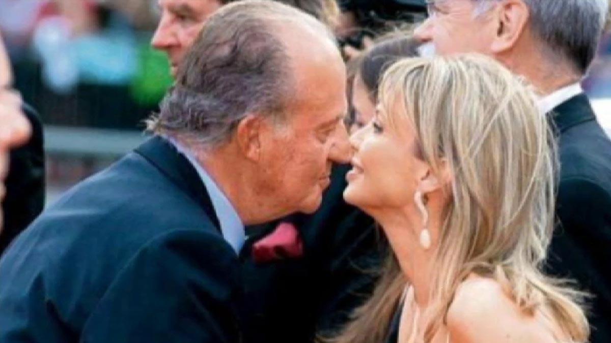 La amiga entrañable del Rey revela que Juan Carlos pagaba los viajes de la pareja desde una cuenta en Suiza.