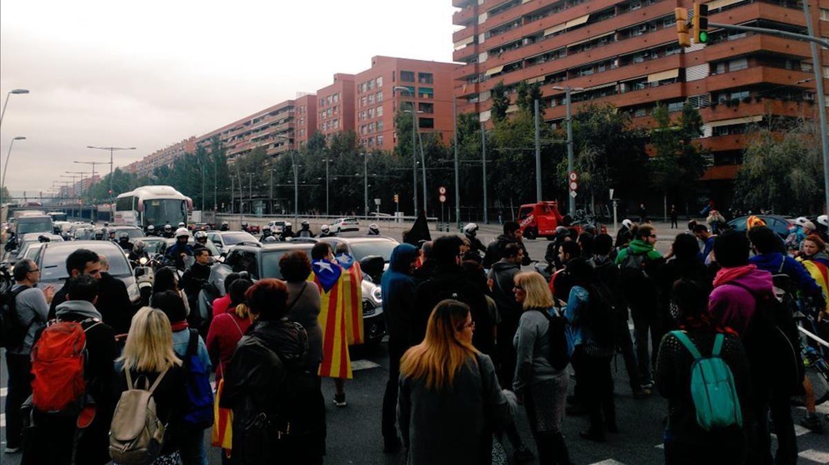 Cortes en varios accesos a Barcelona en protesta por los encarcelamientos