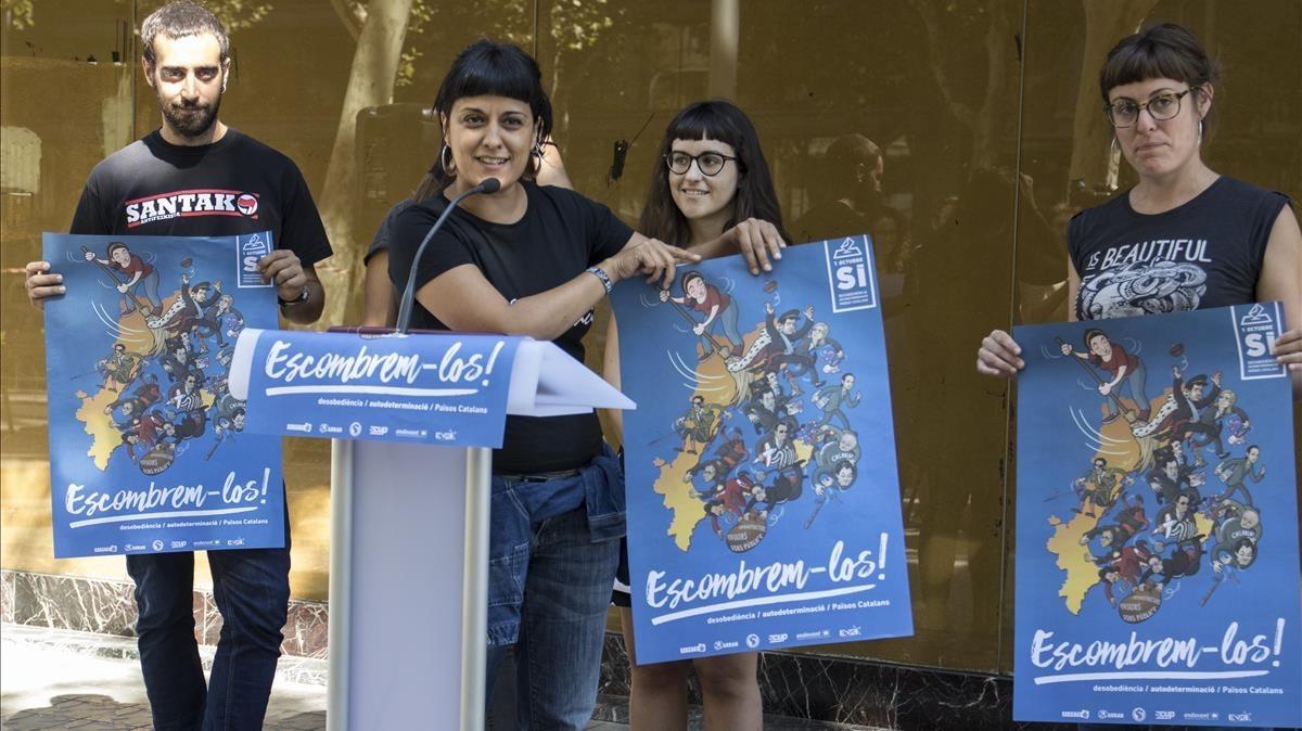 Anna Gabriel durante la presentación de lacampaña Autodeterminació, desobediència, Paisos Catalans, escombrem-los.