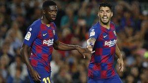 Dembélé y Suárez, en el duelo del Barça contra el Sevilla en el Camp Nou.