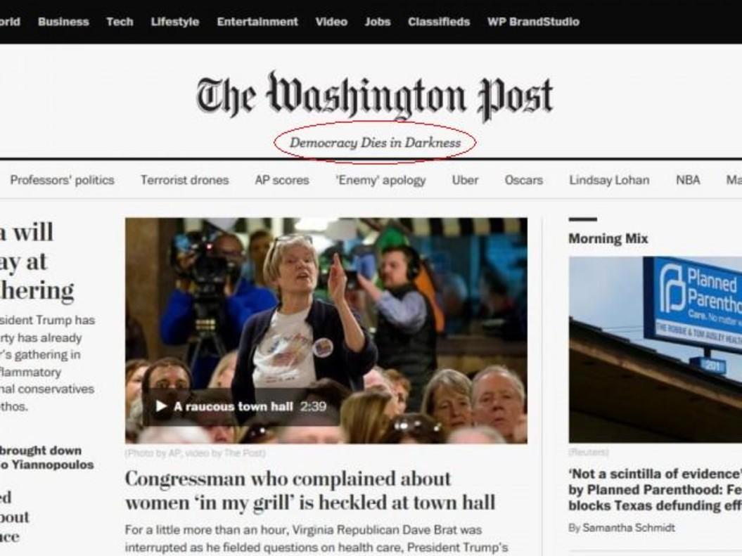 La democracia muere en la oscuridad, el nuevo eslogan del 'Washington Post' en su versión en línea.
