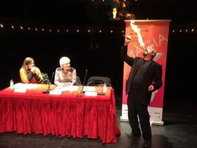 El Fakir Kirman durante la presentación del Festival Internacional de Magia de Badalona.