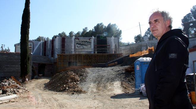 Ferran Adrià, durante la visita de obras de lo que será El Bulli 1846, en Cala Montjoi.