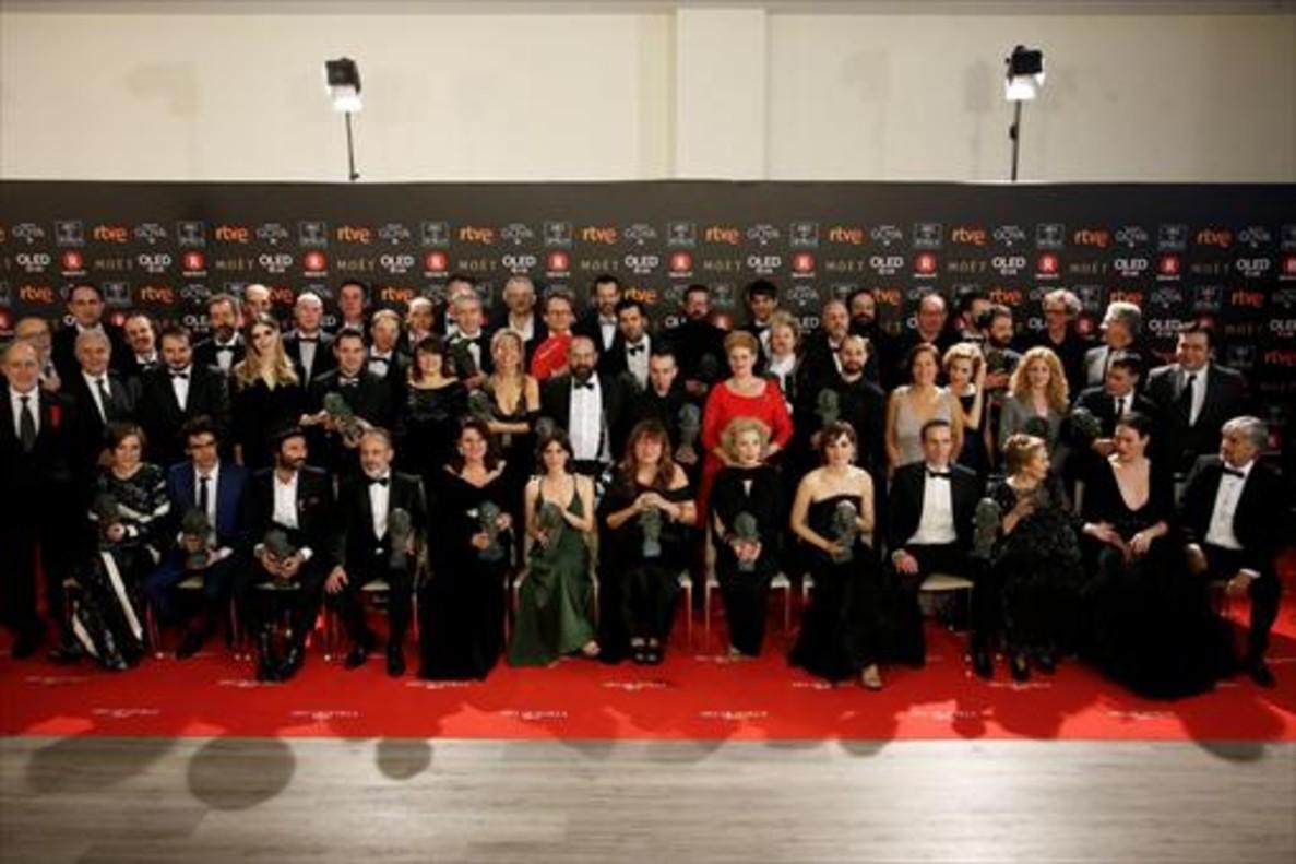 FOTO DE FAMILIA Los galardonados de la 32ª edición de los Goya, con sus respectivos premios.